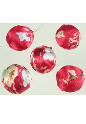 www.snowfall-beads.com - Synthetic beads round, decorated with fabric ± 16mm