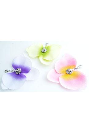 www.snowfall-beads.nl - Mix stoffen orchidee met klemmetje en slotje ± 84x74mm (slotje ± 12x7mm)