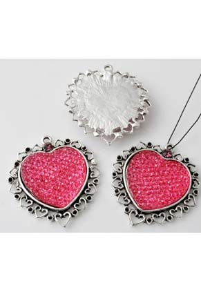 www.snowfall-beads.com - Metal pendants/charms with synthetic heart decorated with setting for ± 1mm pointed back and with strass ± 37x35mm