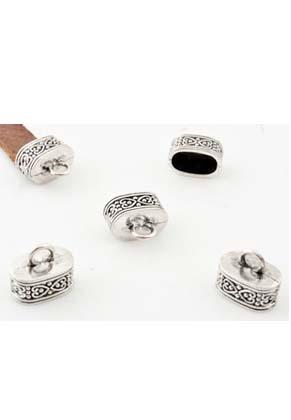 www.snowfall-beads.nl - Metalen kapjes met oogje bewerkt met hartjes ± 15,5x13mm (gat ± 12,5x7mm en oogje ± 3,5mm)