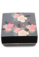 www.snowfall-beads.fr - Boîte cadeaux en carton avec fleurs 13,5x13x4cm - D29173