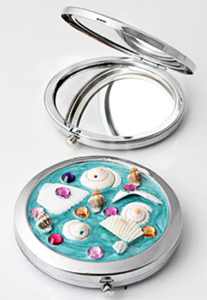 www.snowfall-beads.com - Metal pocket-mirror with shells, epoxy and strass 77x70mm