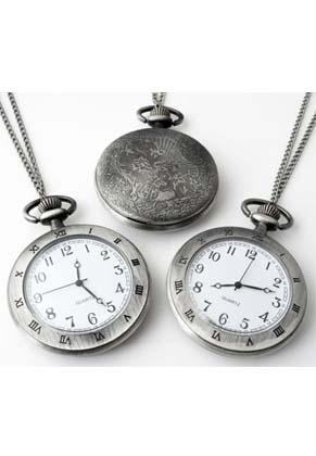 www.snowfall-fashion.nl - Metalen halsketting 75cm met klokje/horloge Romeinse cijfers 64x47mm