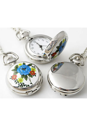 www.snowfall-beads.nl - Metalen halsketting 77cm met klokje/horloge keramiek met bloem 43x29mm
