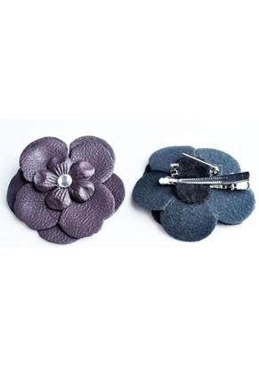 www.snowfall-fashion.nl - Broche/haarspeld met imitatieleer bloem met strass ± 65mm