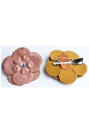 www.snowfall-beads.nl - Broche/haarspeld met imitatieleren bloem met strass ± 65mm