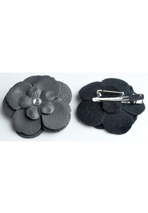 www.snowfall-beads.co.uk - Brooch/hairpin with imitation leather flower with strass ± 65mm