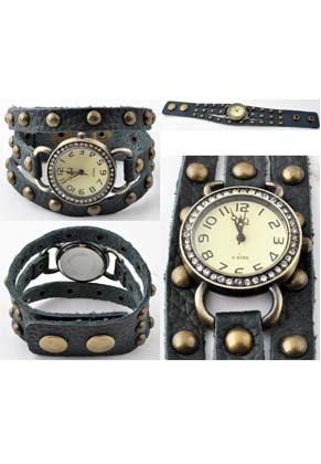 www.snowfall-beads.fr - Montre de cuir (2,8cm), avec studs et strass ± 22,5x3cm, réglable en mesure, largeur intérieure ± 18-20cm