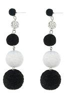 www.snowfall-beads.nl - Bonbon oorbellen met pompon balletjes 95x25mm - J05002