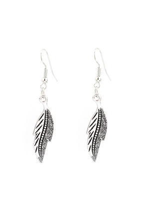 www.snowfall-fashion.co.uk - Metal earrings with feather/leaf 52x9mm