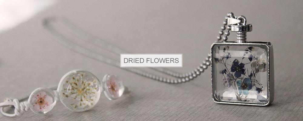 www.snowfall-fashion.com - Jewelry with dried flowers