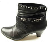 www.snowfall-beads.com - Inspiration: Boots with Studs!