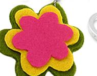 www.snowfall-perles.be - Inspiration: Felt Flower Keychain
