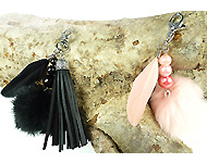 www.snowfall-beads.com - Jewelry project: Fluffy key chains