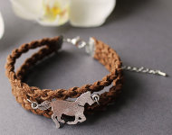 www.snowfall-beads.com - Jewelry project: Horse Bracelet